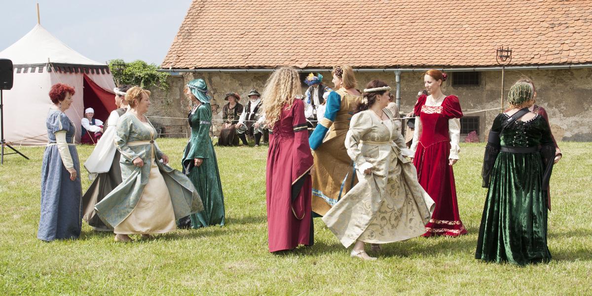 Srednjeveška plesna skupina Pellegrina